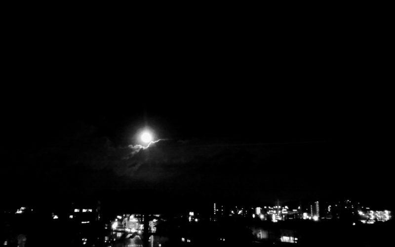 今宵は満月らしい